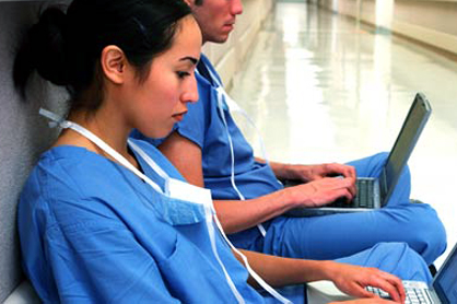 PM&R Physician Residents on computers